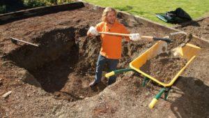 cavar para hacer un estanque